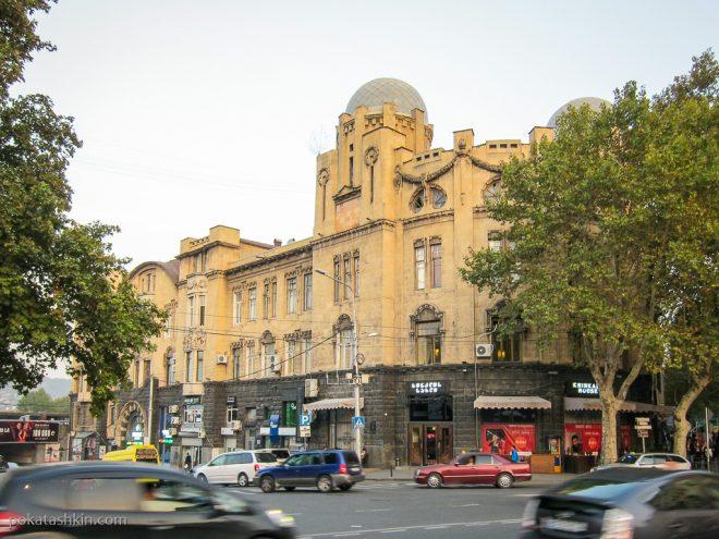 Метро Руставели, дом Хинкали
