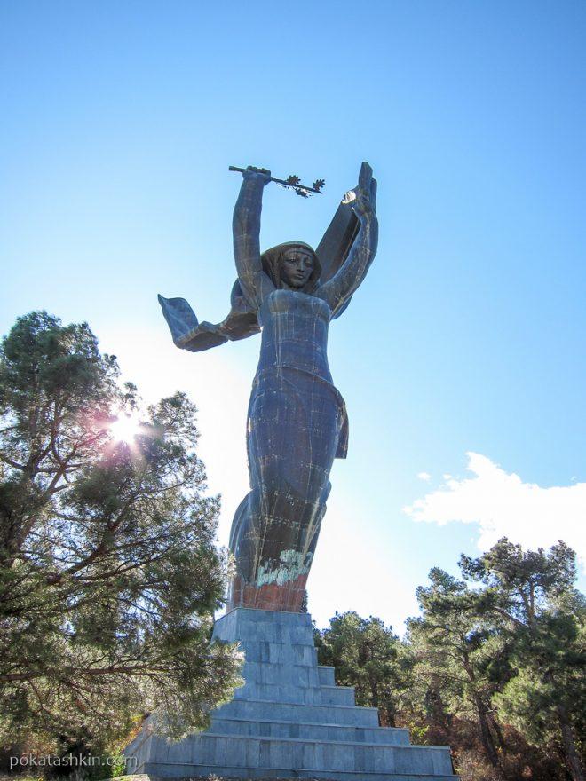 Статуя Победы, парк Ваке, Тбилиси
