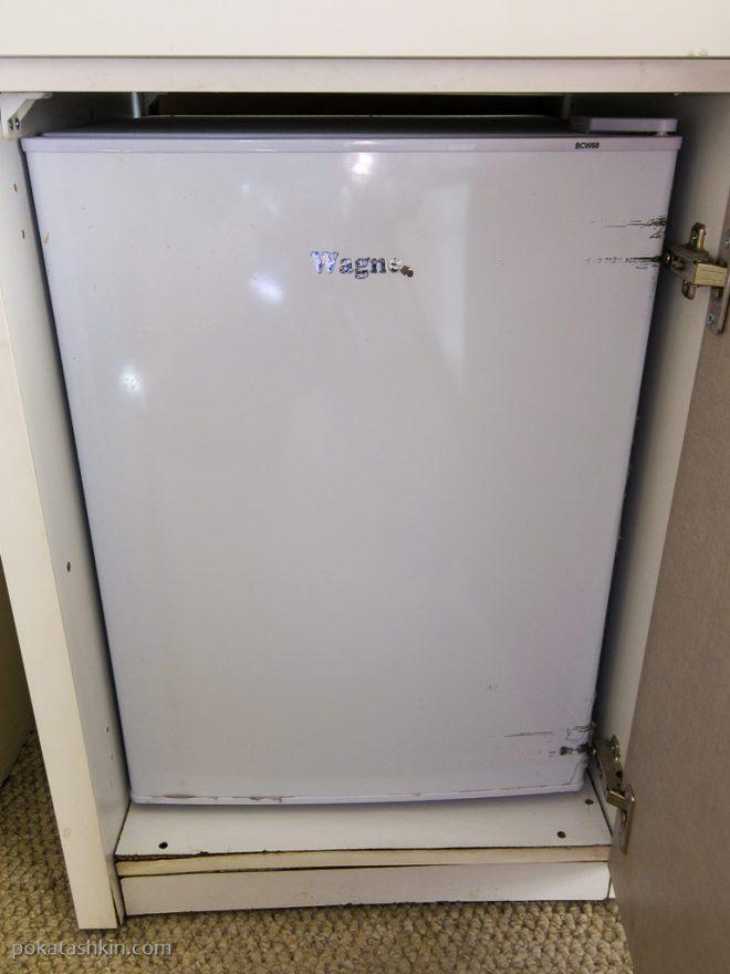 Холодильник в номере в Hotel Sani *** (Тбилиси)