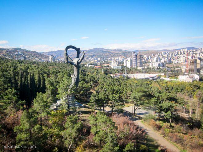 Статуя Победы, Тбилиси