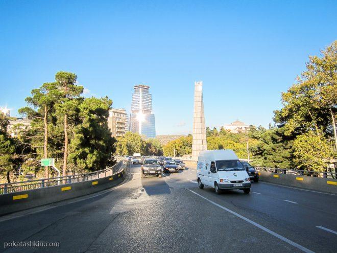 Монумент погибшим за независимость и целостность Грузии на площади Героев, Тбилиси