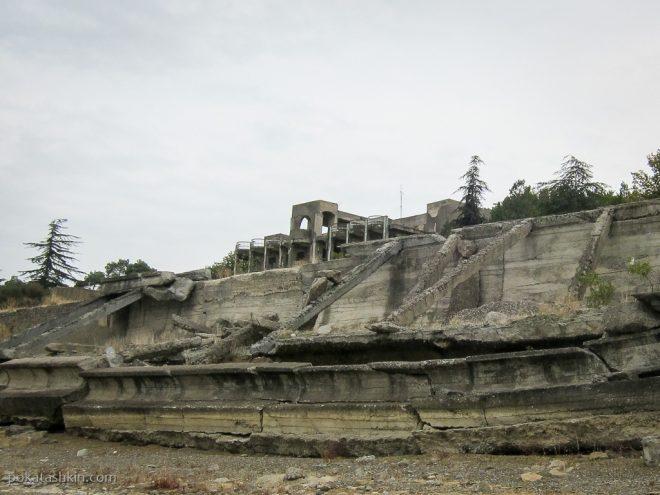 Развалины на Тбилисском водохранилище