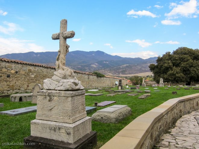 Могилы в монастыре Самтавро