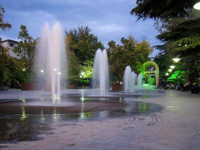 Фонтаны на улице Давида Агмашенебели (Тбилиси)