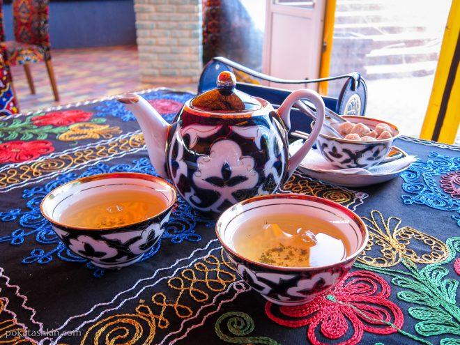 Чай в чайнике и пиалы