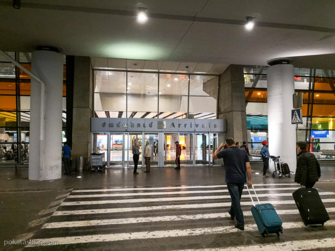 """Международный аэропорт """"Звартноц"""", вход в зал прилета (Ереван)"""