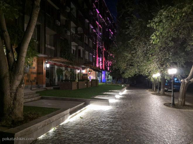 Подсветка тротуара (Ереван)