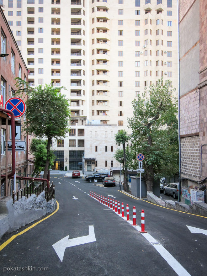 Многоэтажный жилой дом в Ереване