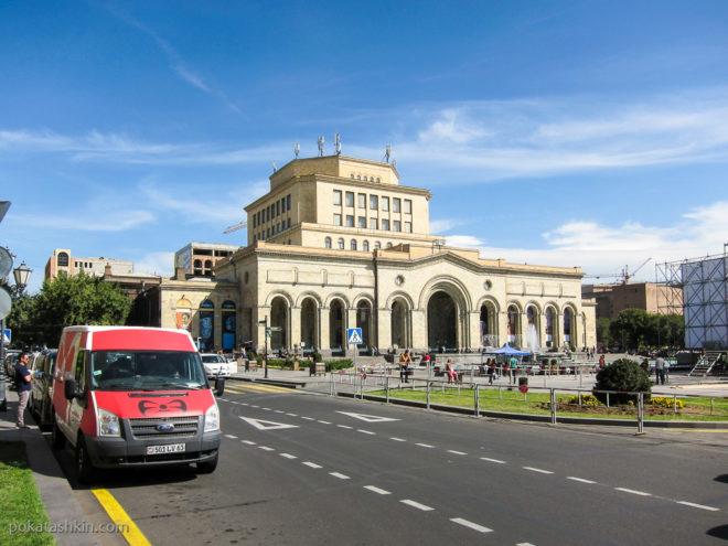 Музей истории Армении на Площади Республики (Ереван)