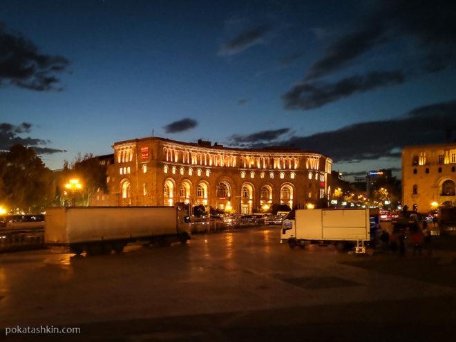Ночная Площадь Республики