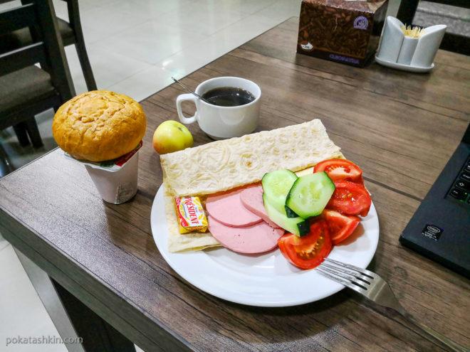 Завтрак в Hobby Hotel (Ереван)