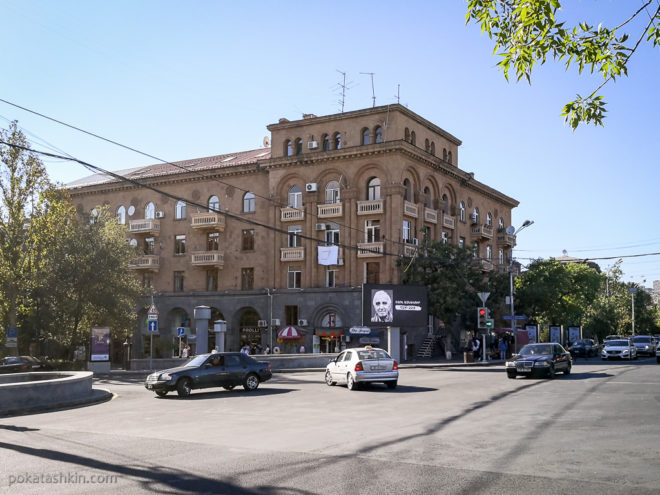 Сушка белья на центральных улицах Еревана