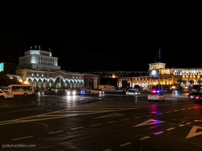 Ночная площадь Республики (Ереван)