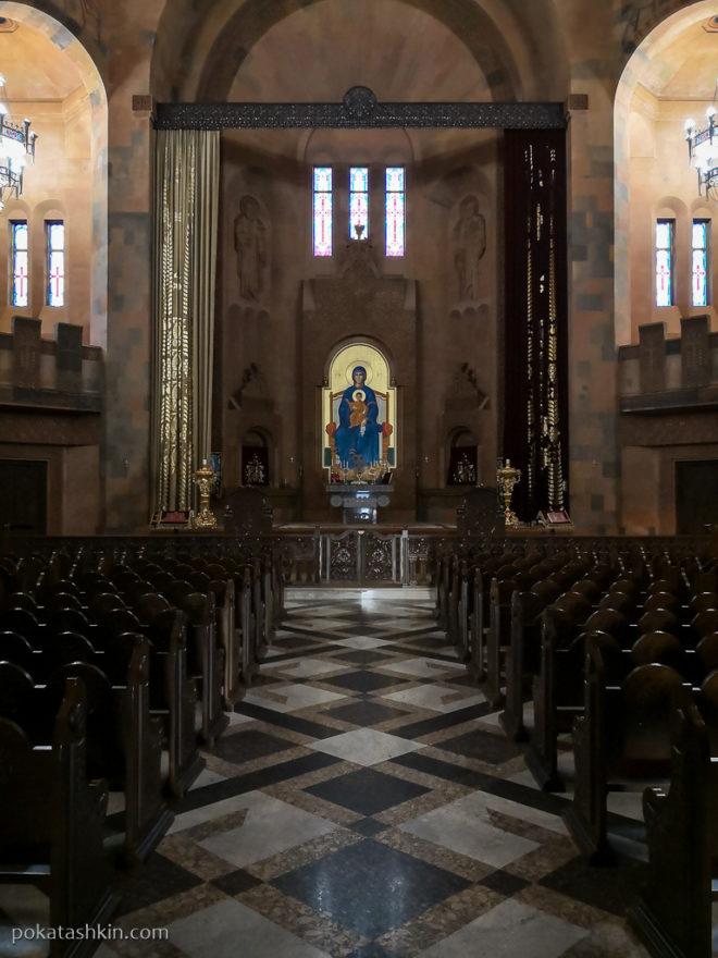 Интерьер церкви Святого Иоанна Крестителя в Абовяне