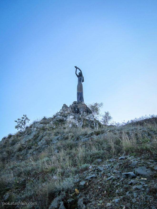 Ахтамар - памятник девушки с огнем